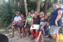 Suor-Valeria-con-un-gruppo-di-Brumadimho