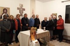 Comunità di Lushnje con suore di Plug, don Giuseppe e amici