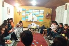 Giovani in adorazione