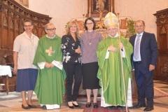 Con il vescovo, il Parrocco e i suoi gentori