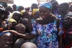 Suor-Jeanne-tra-i-bambini-sfollati
